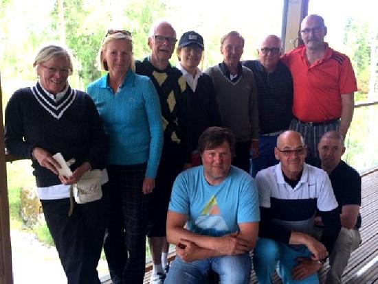 Golf-veteraanit yhteiskuvassa
